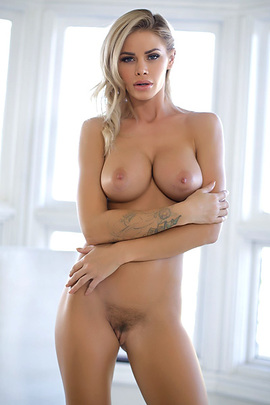 Jessa Rhodes Has Beautiful Round Fake Tits
